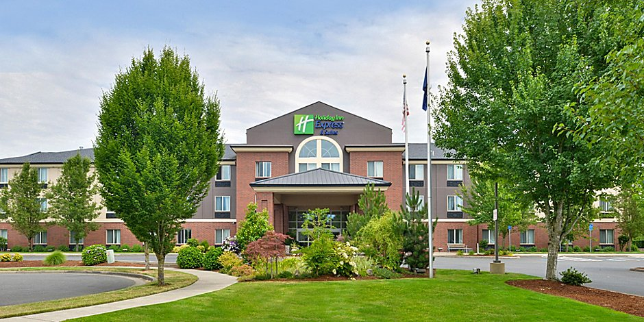 Photo of the Albany Holiday Inn Express from the exterior front of the property