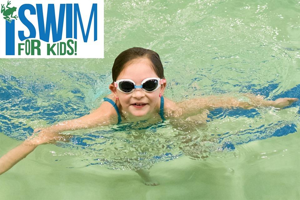 Photo child swimming.