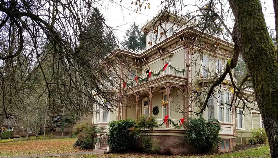 Photo of Victorian house decorated for Christmas.