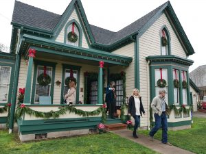 Annual Christmas Parlour Tour @ Historic Downtown Albany Or | Albany | Oregon | United States