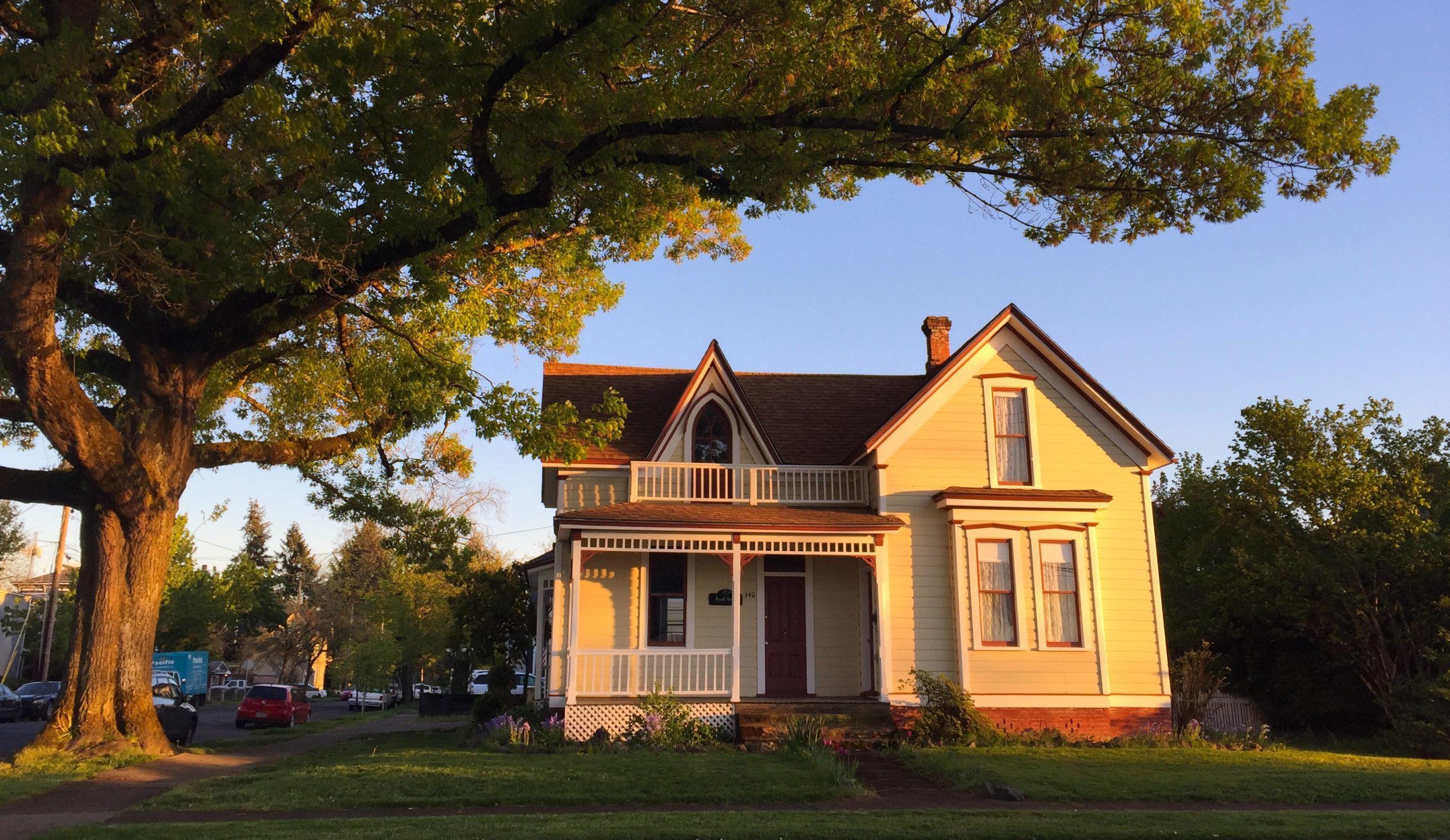 Photo of Gothic Style house, Albany, Oregon.
