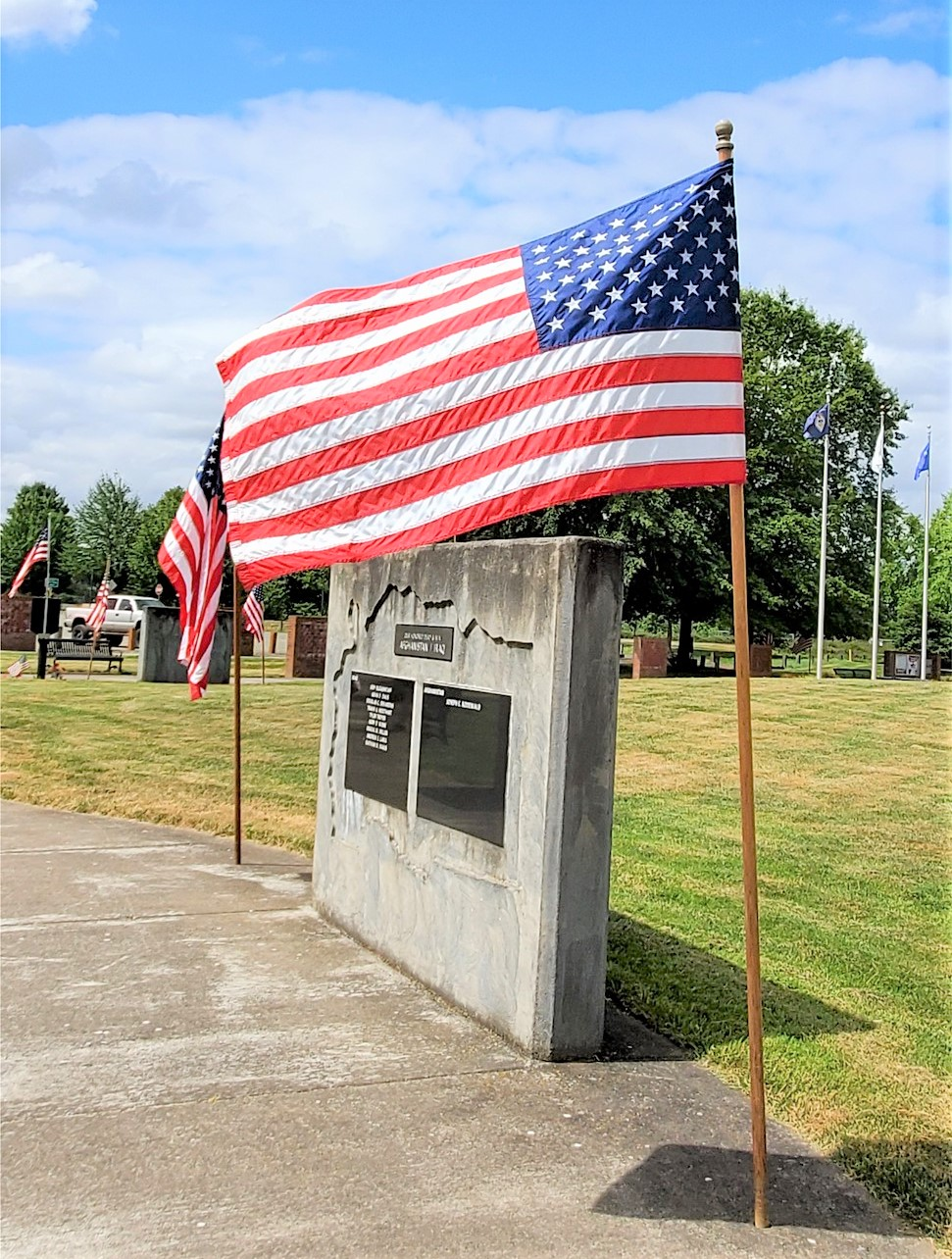 Flag flying over Linn County Veterans Memorial