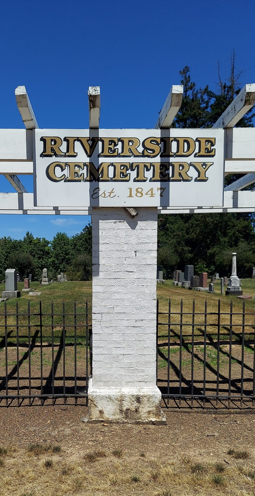 Photo of entrance to Riverside Cemetery, Albany, Oregon